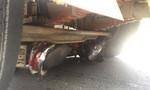 Xe máy lọt gầm xe tải ở cầu vượt Trạm 2, một người tử vong