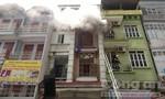 Cảnh sát leo nhà 5 tầng phá cửa dập lửa cháy dữ dội