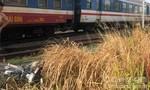 Tàu lửa tông văng xe máy, người đàn ông tử vong