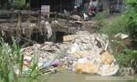 """TP.Biên Hòa: Cầu cống ngập rác sau cơn """"đại hồng thủy"""""""