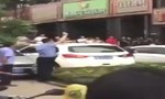 Cảnh sát nổ súng giải tán đám đông giành giật mua rượu Mao Đài