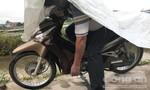 Người đàn ông tử vong khi vẫn đang ngồi trên xe máy