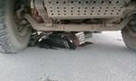 Trượt ngã, một thanh niên bị xe ben cán ngang tử vong