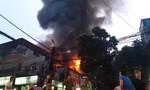 Cháy lớn gần BV Nhi Trung ương, người dân và bệnh nhân hoảng loạn