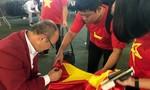 CĐV háo hức đón Đoàn thể thao Việt Nam về nước