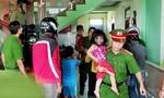 Giải cứu 3 cháu nhỏ bị cha nhốt trong nhà đòi cùng tự thiêu