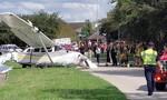 Tai nạn hy hữu, xe tự lái Tesla bị máy bay đâm trúng