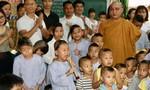 Mang Tết Trung thu cho trẻ mồ côi