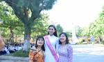 Hoa hậu Trần Tiểu Vy về thăm lại trường cũ
