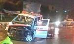 Xe cấp cứu tông vào phân cách trong cơn mưa lớn lúc nửa đêm