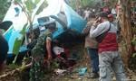 Xe buýt mất lái lao xuống khe núi, 21 người tử nạn