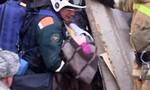Clip tìm thấy bé gái 11 tháng sống sót sau vụ nổ chung cư ở Nga