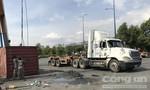 Lật container giữa giao lộ ở Sài Gòn, nhiều người thoát chết