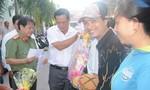 Tặng 500 phần quà Tết cho bà con nghèo ở Cà Mau và Sóc Trăng