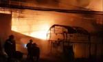 Người dân đập tường cứu 4 người vụ cháy cơ sở trang trí nội thất