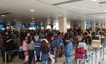 Sân bay Tân Sơn Nhất bắt đầu nhộn nhịp khách về Tết