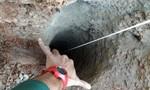 Đua với thời gian cứu bé trai lọt xuống hố sâu 100 m