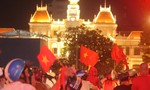 Người dân TP.HCM ra đường mừng chiến thắng của ĐT Việt Nam