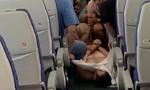 Clip tiếp viên hàng không bị hành hung vì từ chối phục vụ rượu