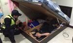 Kẻ nghiện ma túy, khai 3 đồng hương người Việt trốn dưới... gầm giường