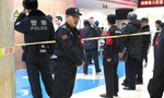 Tấn công học sinh tiểu học bằng búa, 20 người bị thương