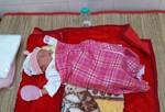 Bé gái 1 ngày tuổi bị bỏ rơi dưới chân tượng Phật Quan Âm