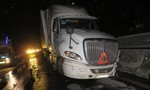 Hai xe container va chạm nhau trong đêm, nhiều người hoảng loạn