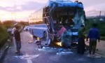 Hai xe khách giường nằm đối đầu, 7 người bị thương