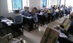 """Trường Ấn Độ bắt học sinh đội thùng giấy nhằm ngăn """"quay"""" bài"""