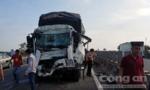 Xe tải tông container trên cao tốc, 2 người thương vong