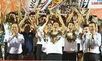 Khoảnh khắc Hà Nội FC nâng cúp vô địch 2019
