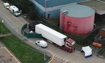 Rất nhiều dấu tay máu ở cửa container, họ đã dùng hết sức để cố thoát