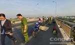 Một phụ nữ chết tại chỗ khi 2 xe máy tông nhau trên cầu Rạch Miễu
