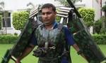 Clip người đàn ông Ấn Độ chế tạo áo giáp Iron Man