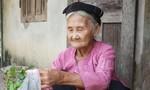 Nhiều người già tại Hà Tĩnh làm đơn xin trả sổ hộ nghèo