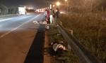 Nhóm công nhân bị ô tô hất văng trên cao tốc, 3 người thương vong
