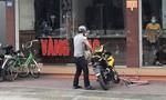 Thanh niên bịt mặt nổ súng cướp tiệm vàng rồi tẩu thoát