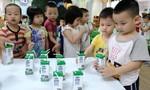 TPHCM: Triển khai chương trình sữa học đường ở 10 quận, huyện