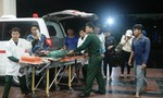 Cảnh sát biển đưa ngư dân nguy kịch ngoài khơi vào bờ cấp cứu