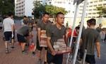 Lính Trung Quốc dọn đường phố ở Hong Kong: Thông điệp cứng rắn