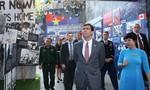 Bộ trưởng Quốc phòng Mỹ và Việt Nam trao đổi các kỷ vật chiến tranh