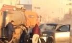 Clip siêu xe bốc cháy giữa đường, được xe... hút hầm cầu dập lửa