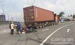 Đèn tín hiệu chập chờn, bé gái 2 tuổi bị container cán tử vong thương tâm
