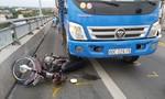 Xe tải tông xe máy trên cầu Rạch Miễu, một người tử vong