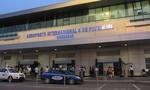 Cặp đôi người Việt bị bắt vì mang hơn 1 triệu USD lên máy bay