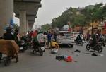 Ô tô tông hàng loạt xe máy, 3 người bị thương nặng