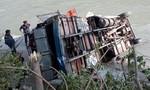Xe buýt lao xuống sông ở Nepal, ít nhất 17 người thiệt mạng