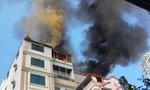 Chung cư cháy lớn, khói đen nghi ngút bốc lên