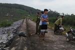 Vụ nữ sinh chết tại đập nước: Tạm giữ bà nội nạn nhân
