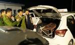 Bắt quả tang tài xế taxi chở gấu đi tiêu thụ